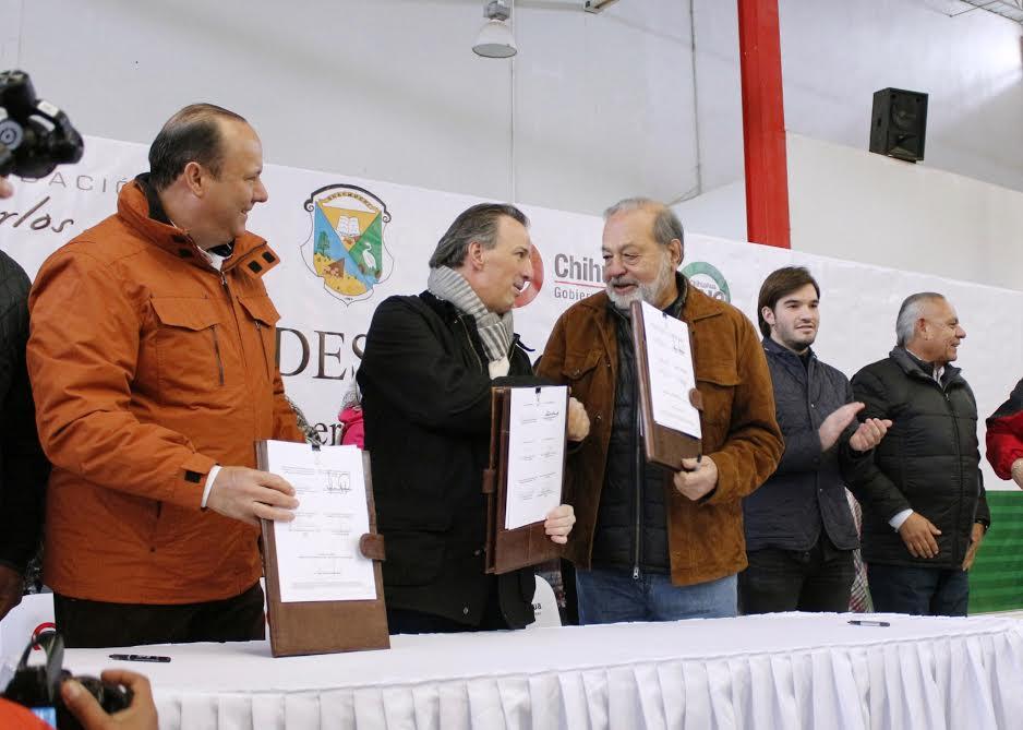 El secretario José Antonio Meade y el ingeniero Carlos Slim durante la firma del convenio de Concertación Sedesol y la Fundación Carlos Slim, AC