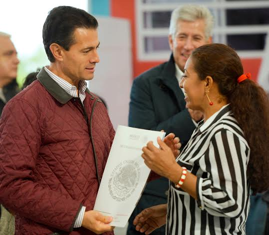 """The president inaugurated the """"La Pigua"""" Distributor Road and presented the title deeds from the Asset Security Program known as """"Papers Provide Proof."""""""