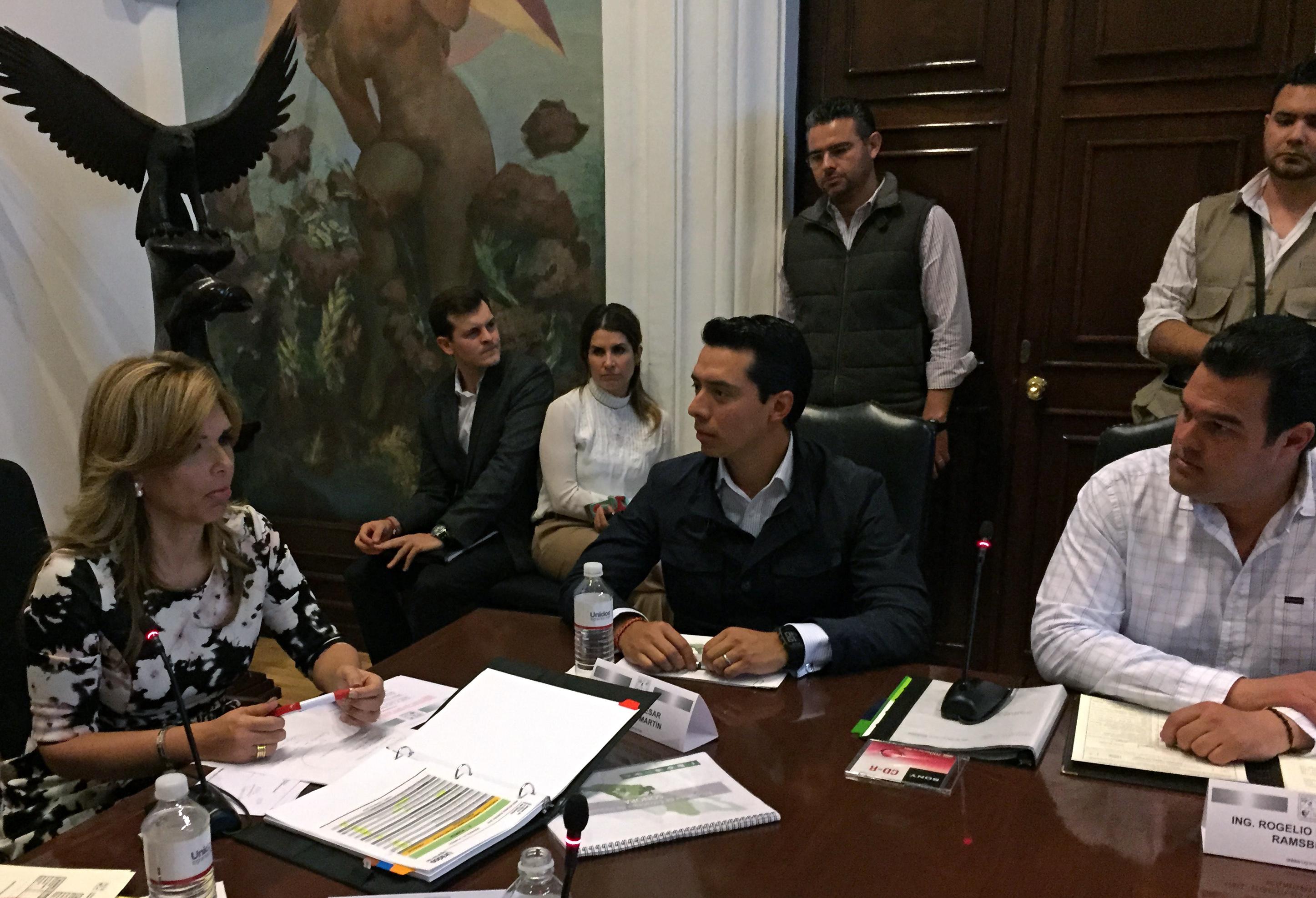 El jefe de Oficina del Secretario de Desarrollo Social, Julio César Guerrero, se reúne con la gobernadora de Sonora, Claudia Pavlovich