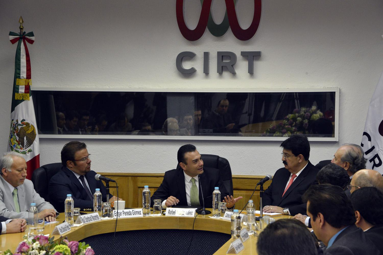 En representación del Titular de la STPS, Alfonso Navarrete Prida, el Subsecretario de Trabajo, Rafael Avante Juárez, felicitó a las partes por alcanzar este acuerdo.