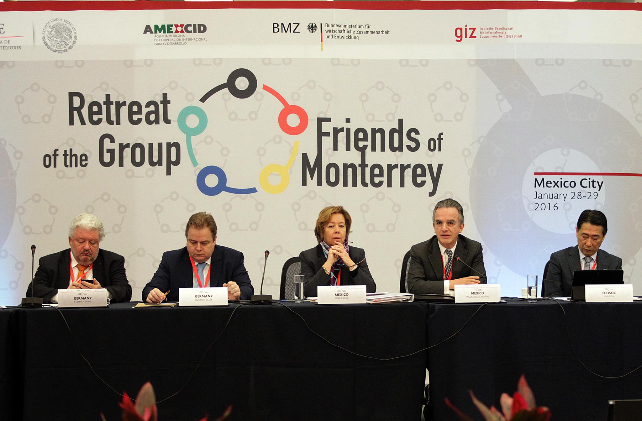 María Eugenia Casar Pérez, Directora de la AMEXCID, y el Embajador Miguel Ruiz Cabañas, en la reunión Amigos de Monterrey
