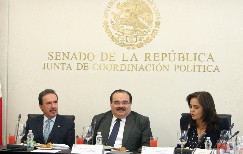 El Secretario Jorge Carlos Ramírez Marín en reunió por separado con senadores y diputados federales.