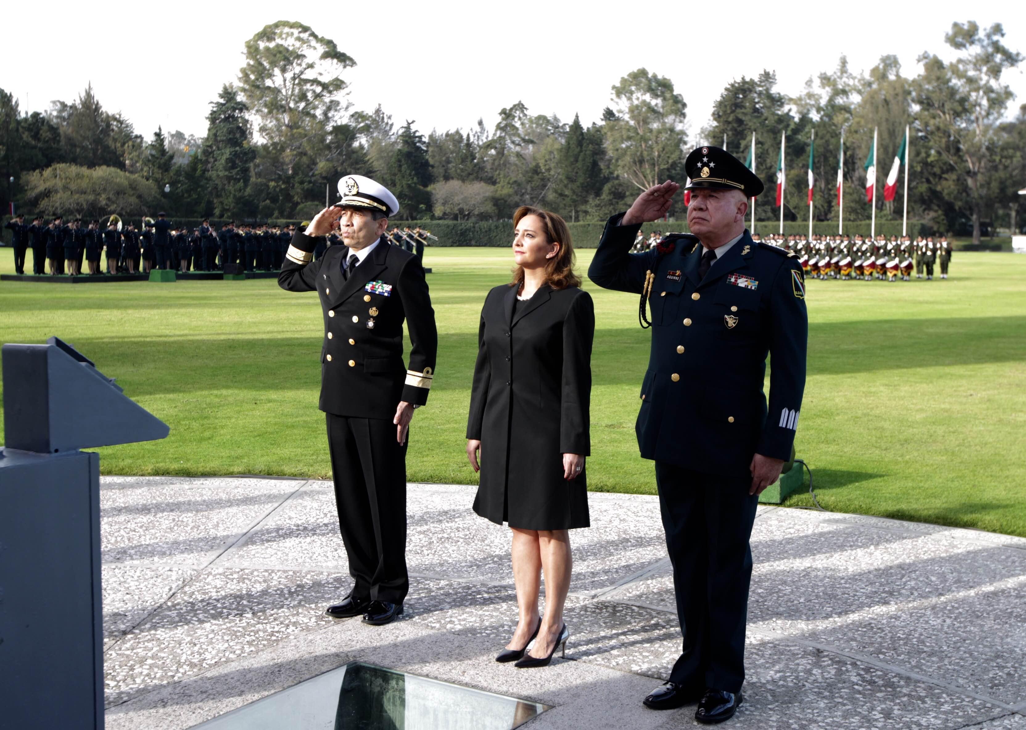La Canciller Ruiz Massieu en el izamiento de bandera en Campo Marte (1)