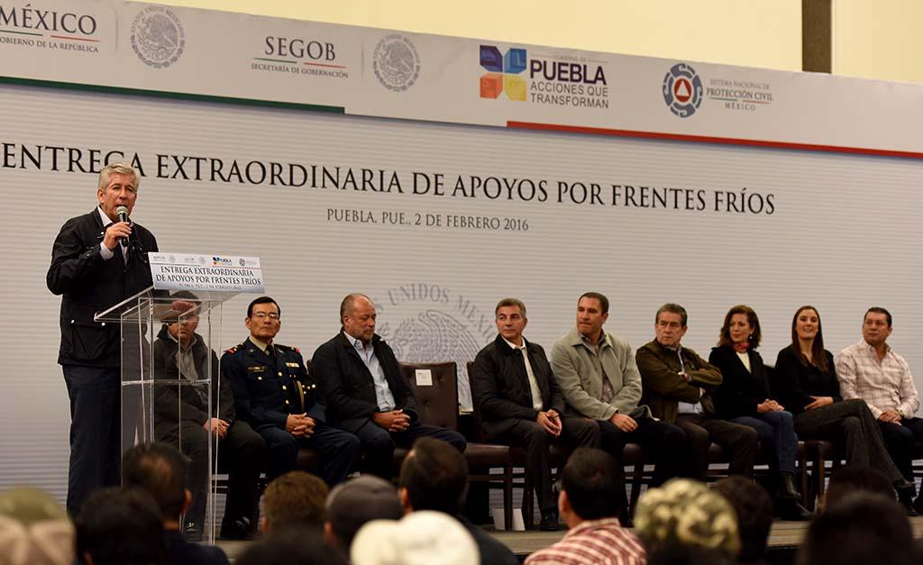 Encabeza Ruiz Esparza entrega de insumos por temporada invernal en el Estado de Puebla