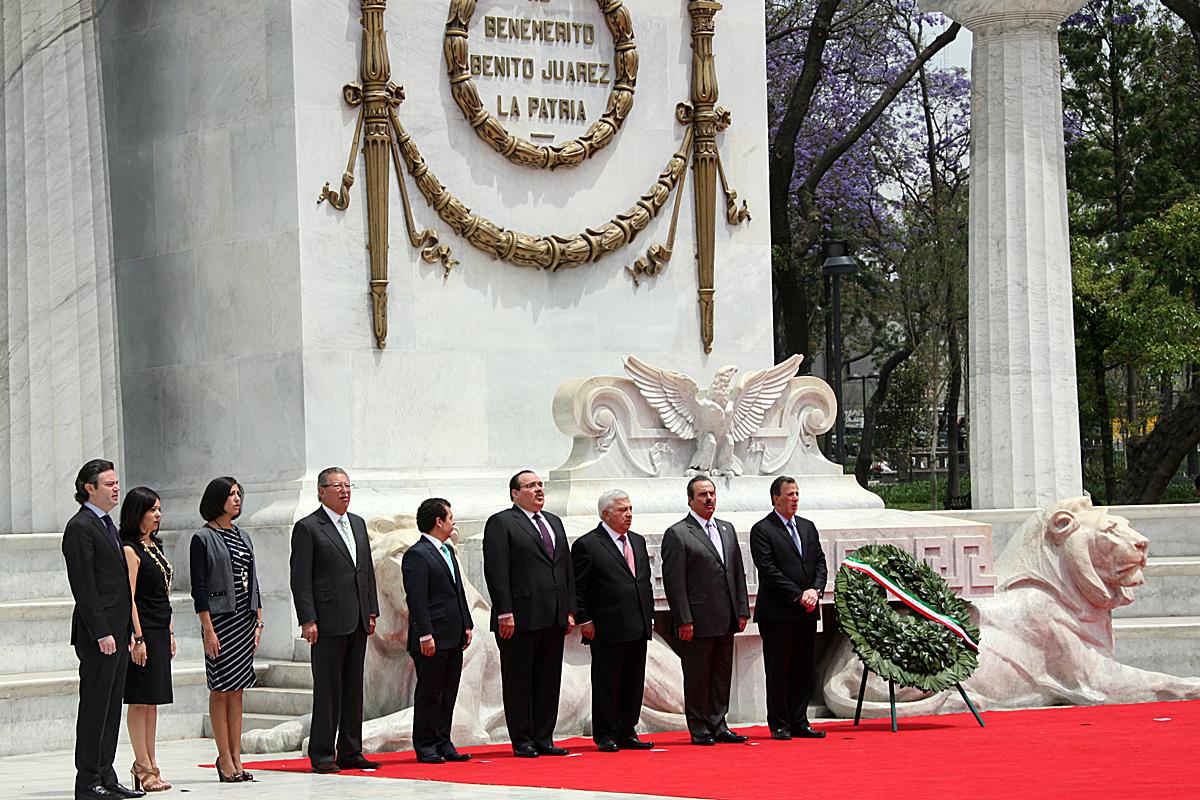 El Presidente Enrique Peña Nieto realizó una guardia de honor en el Hemiciclo a Juárez. Ceremonia en la que participó el Secretario de Desarrollo Agrario, Territorial y Urbano (SEDATU), Jorge Carlos Ramírez Marín.