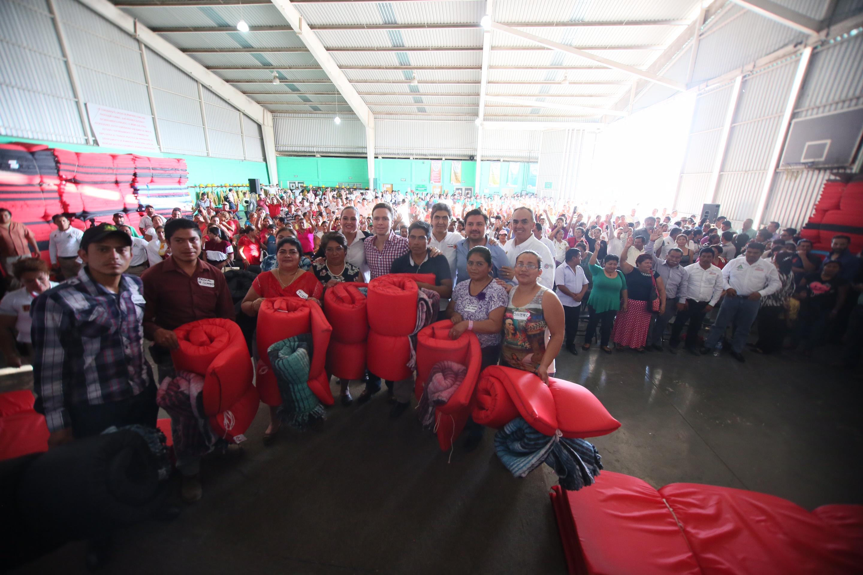 El subsecretario Ernesto Nemer y el gobernador Manuel Velasco participan en entrega de despensas, cobertores y colchonetas para más de ocho municipios