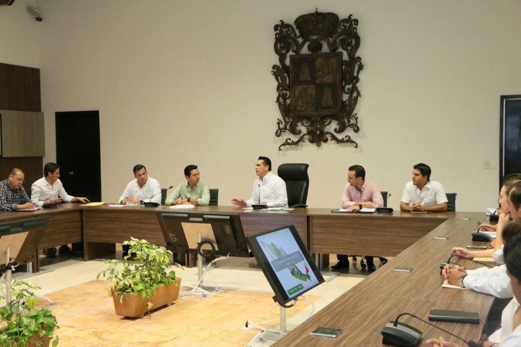 Julio César Guerrero, jefe de la oficina del secretario Meade, y el gobernador de Campeche, Alejandro Moreno, unen esfuerzos para combatir la pobreza