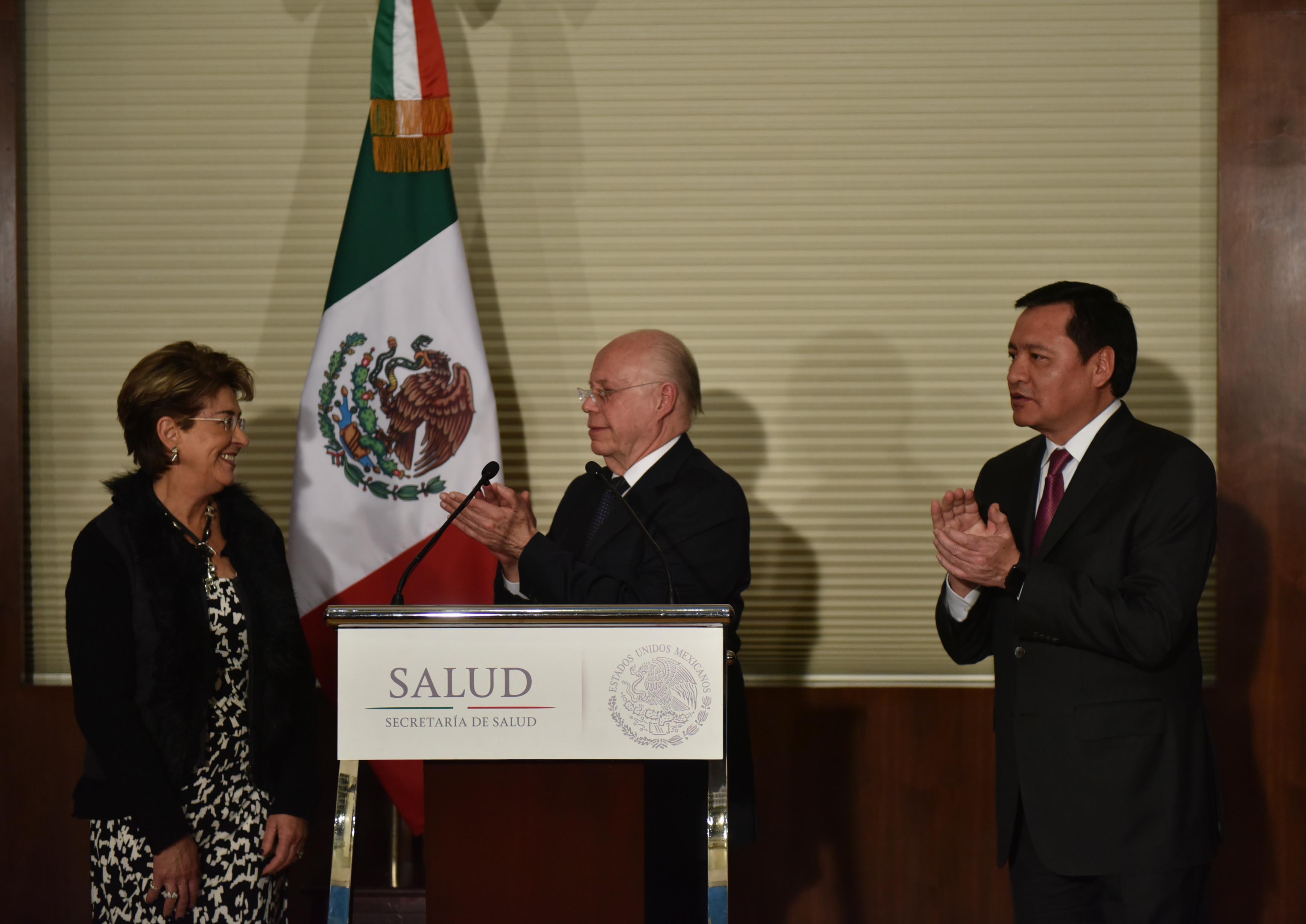 La Exsecretaria de Saldud, Mecredes Juan López, durante la toma de posesión como nuevo Secretario de Salud a José Narro Robles.