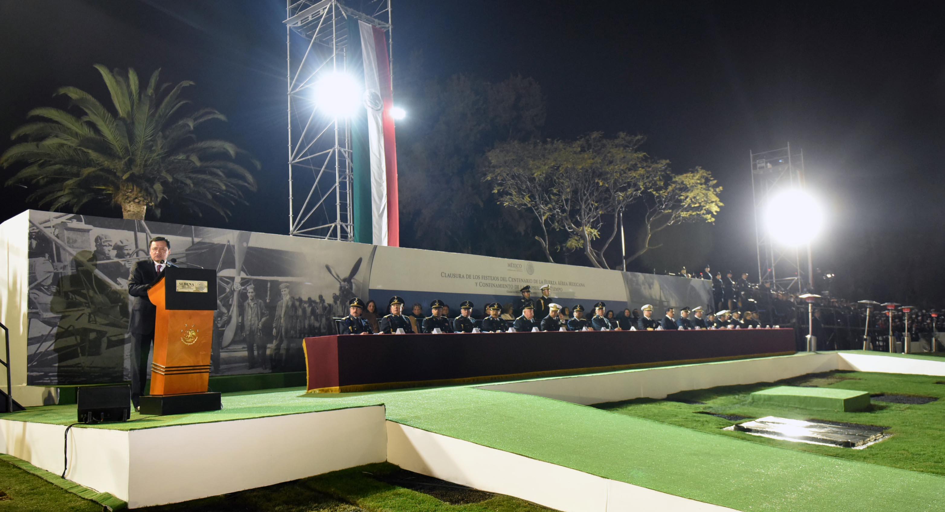 El Secretario de Gobernación, Miguel Ángel Osorio Chong, encabezó la ceremonia de Clausura de los Festejos del Centenario de la Fuerza Aérea Mexicana