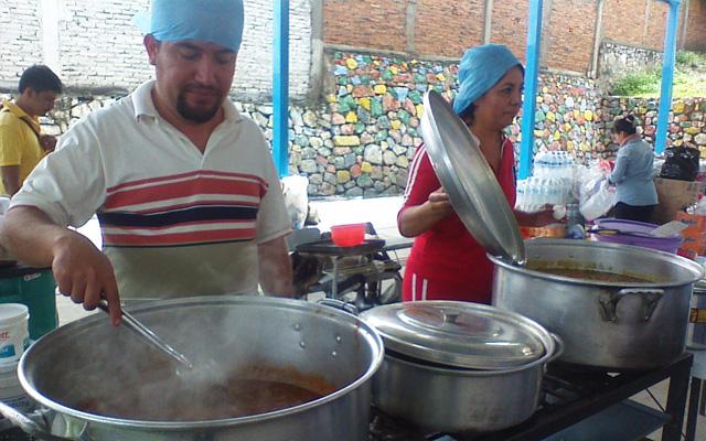 Todos reciben atención alimentaria en los comedores instalados por la Cruzada Nacional Contra el Hambre