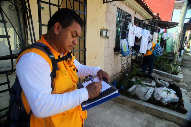 Las brigadas de las diversas dependencias visitan las zonas afectadas y realizan un censo de las personas afectadas
