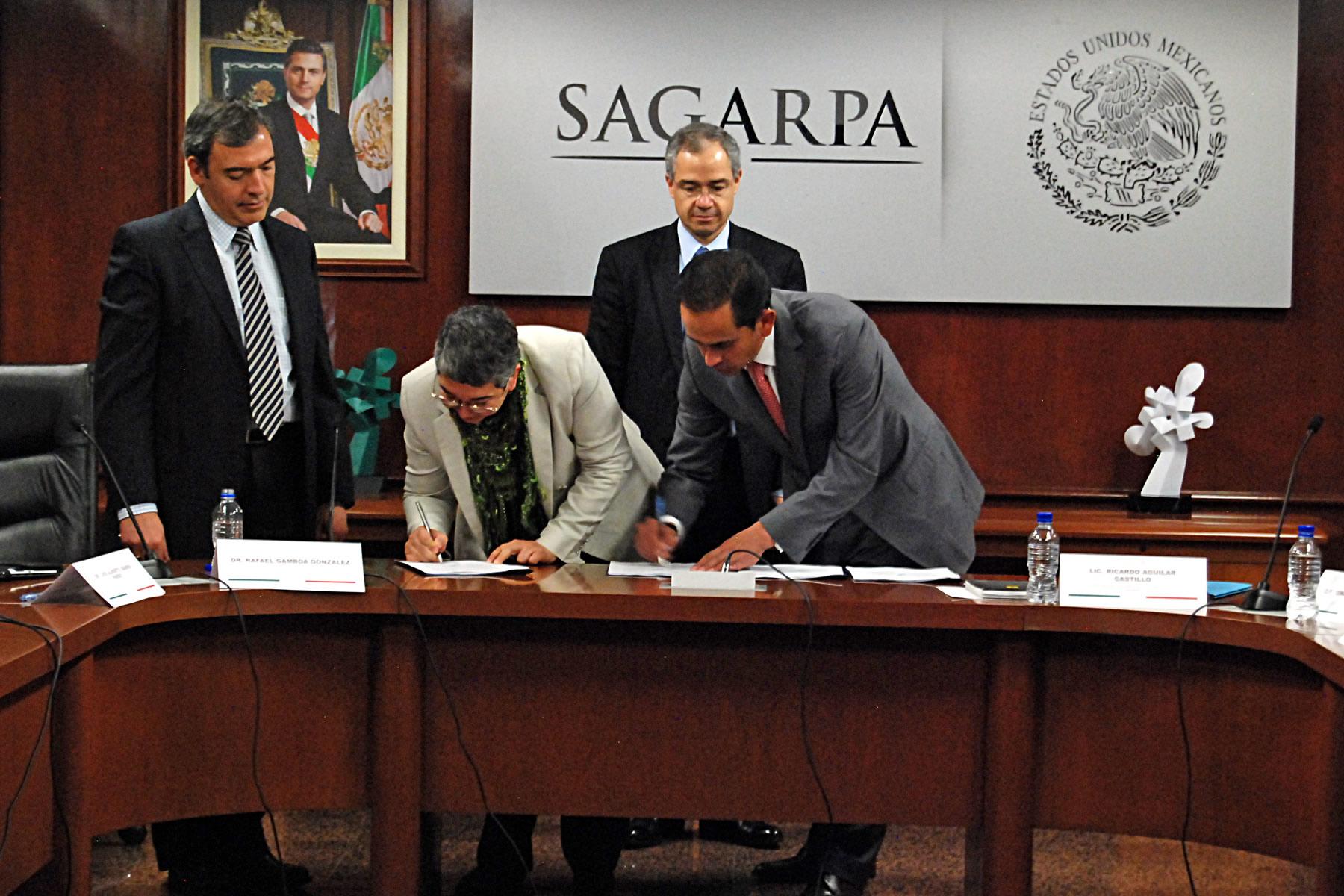 Suscribe SAGARPA convenios de colaboración para impulsar productividad y competitividad del sector.