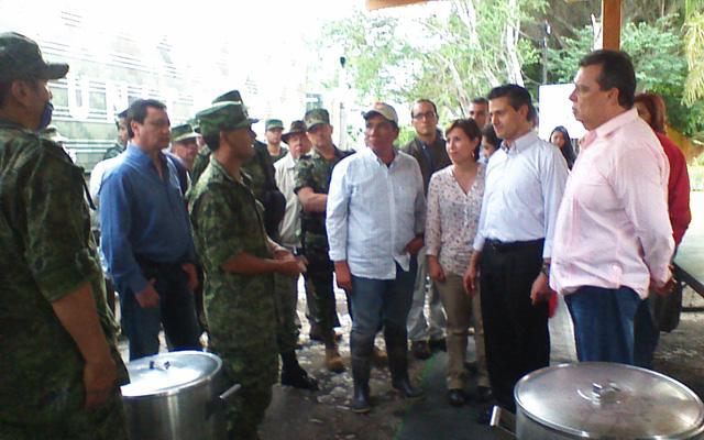 La titular de la Sedesol recorre con el presidente Enrique Peña Nieto las zonas afectadas y visita el albergue del Imjuve
