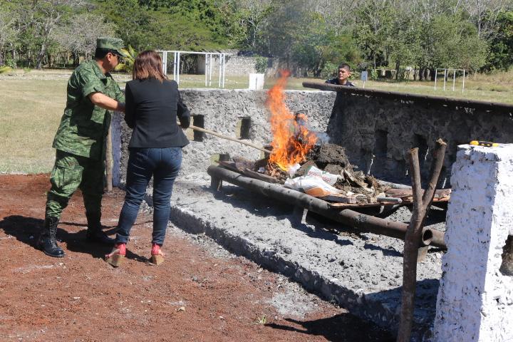 PGR incinera más de 41 kilos de narcóticos en Campeche.