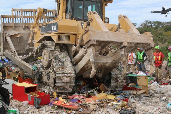 En Campeche, PGR destruye 33 máquinas tragamonedas.