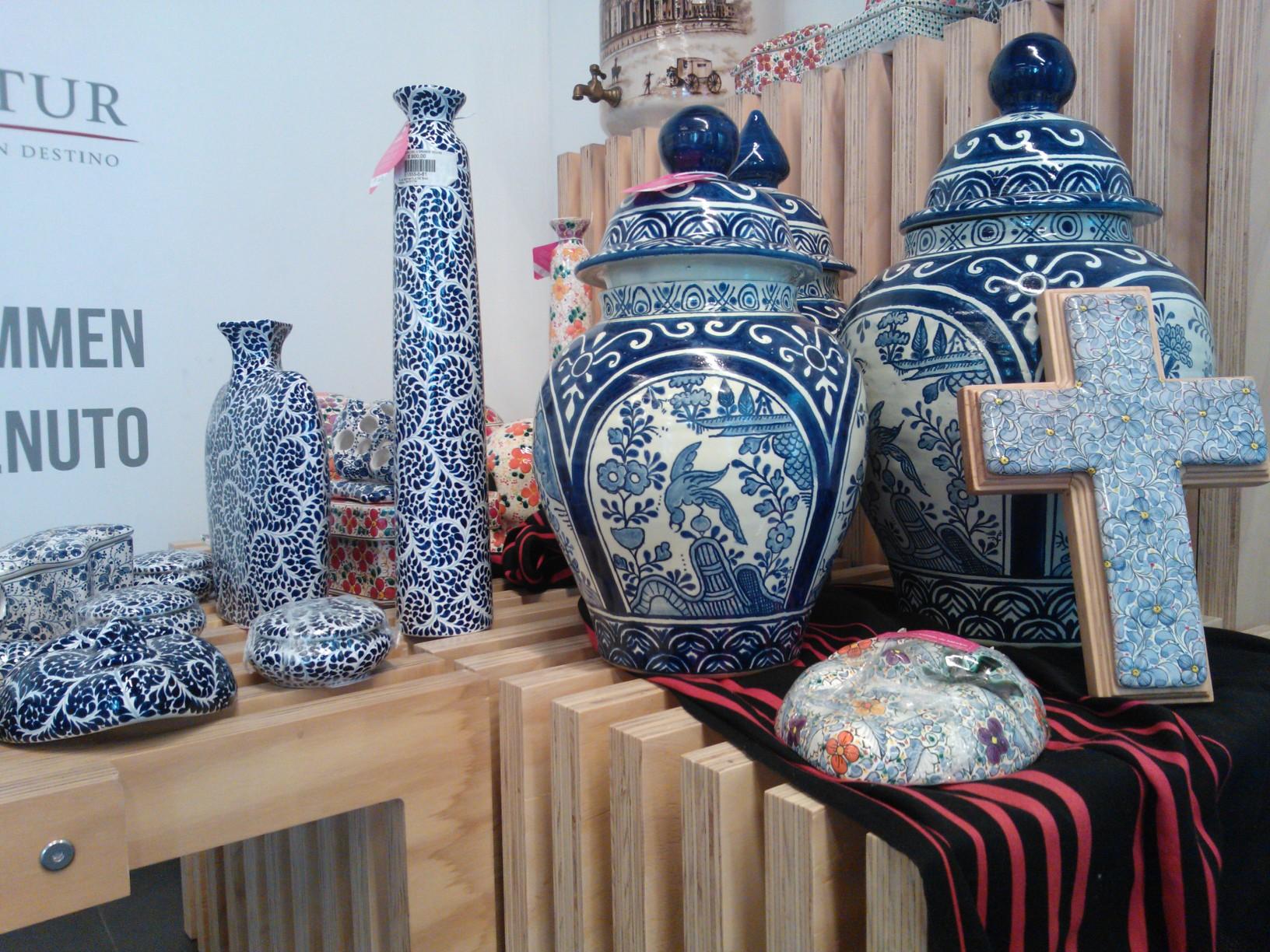 Una muestra de la exhibición de las riquezas culturales y artesanales 2014 en Punto México es la talavera.