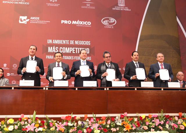 El Secretario de Economía atestiguó la firma de un Convenio de Colaboración para mejorar el ambiente de negocios en el país a través del Registro Público de Comercio