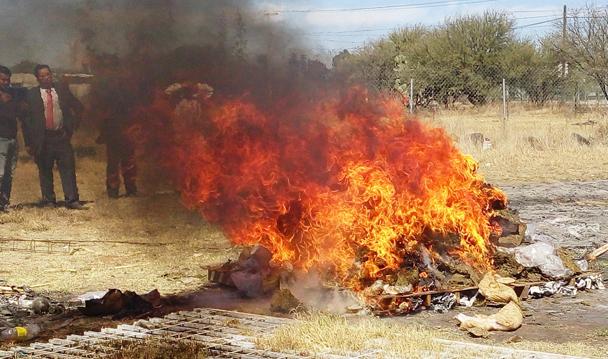 Incinera PGR más de 200 kilogramos de droga en Querétaro.
