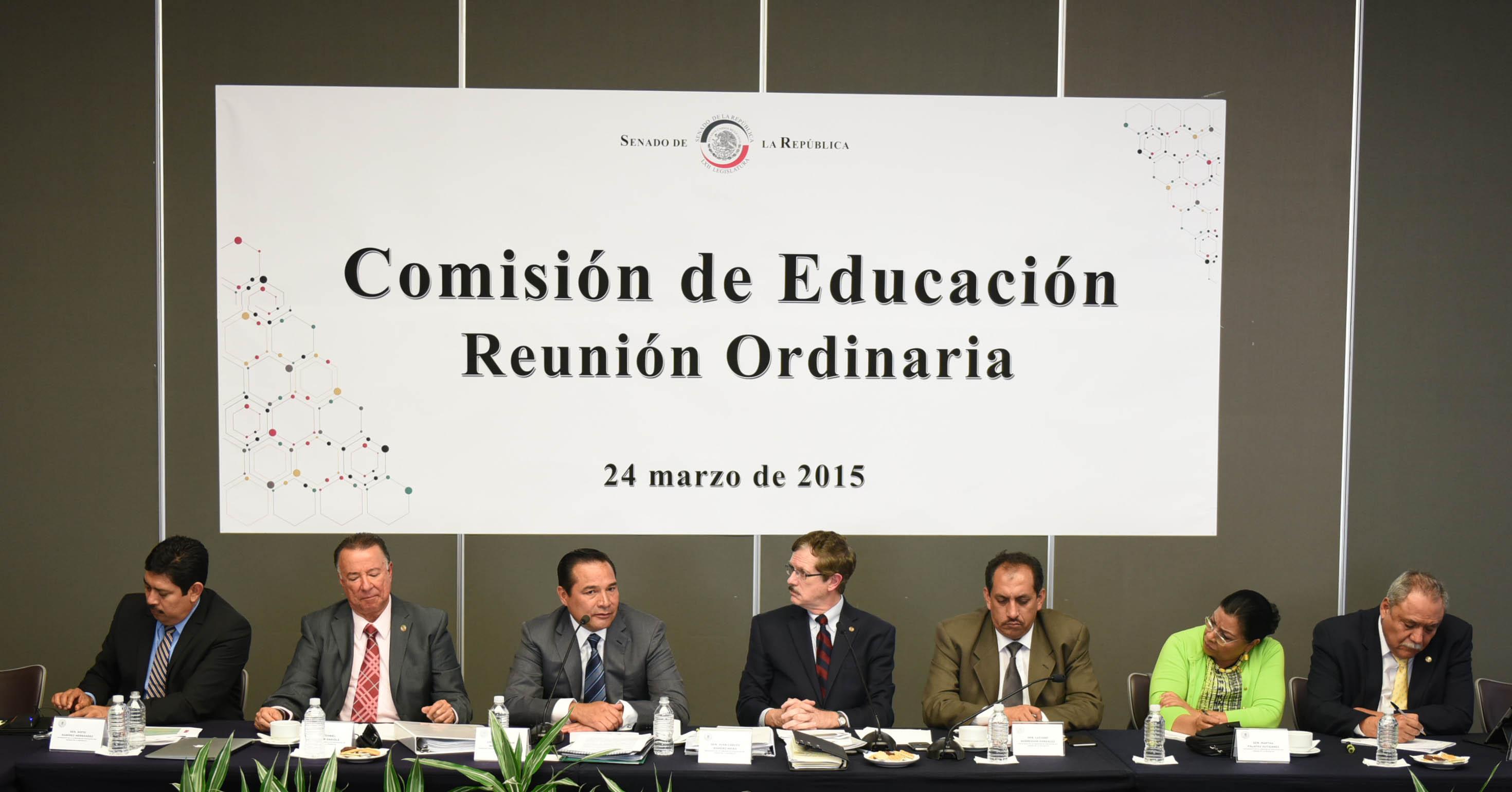 El Subsecretario de Gobierno de la SEGOB, Luis Enrique Miranda, en Reunión con la Comisión de Educación del Senado