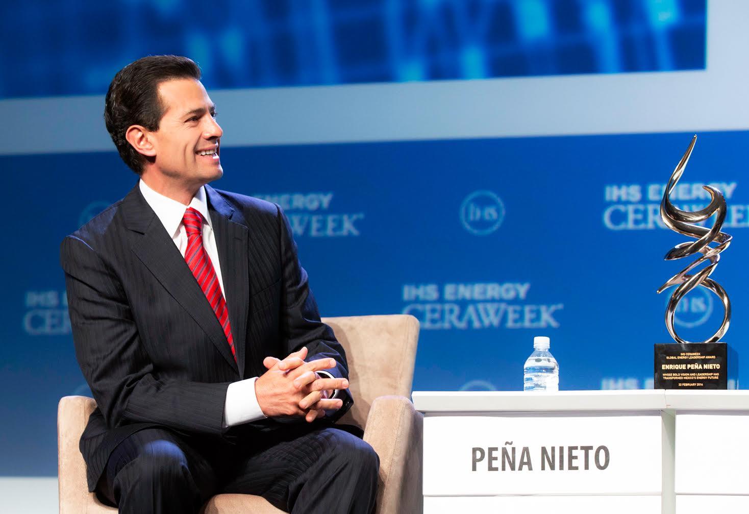 El Primer Mandatario recibió el premio IHS CERAWeek Global Energy Lifetime Achievement Award en reconocimiento a su visión y liderazgo para transformar la industria energética mexicana.