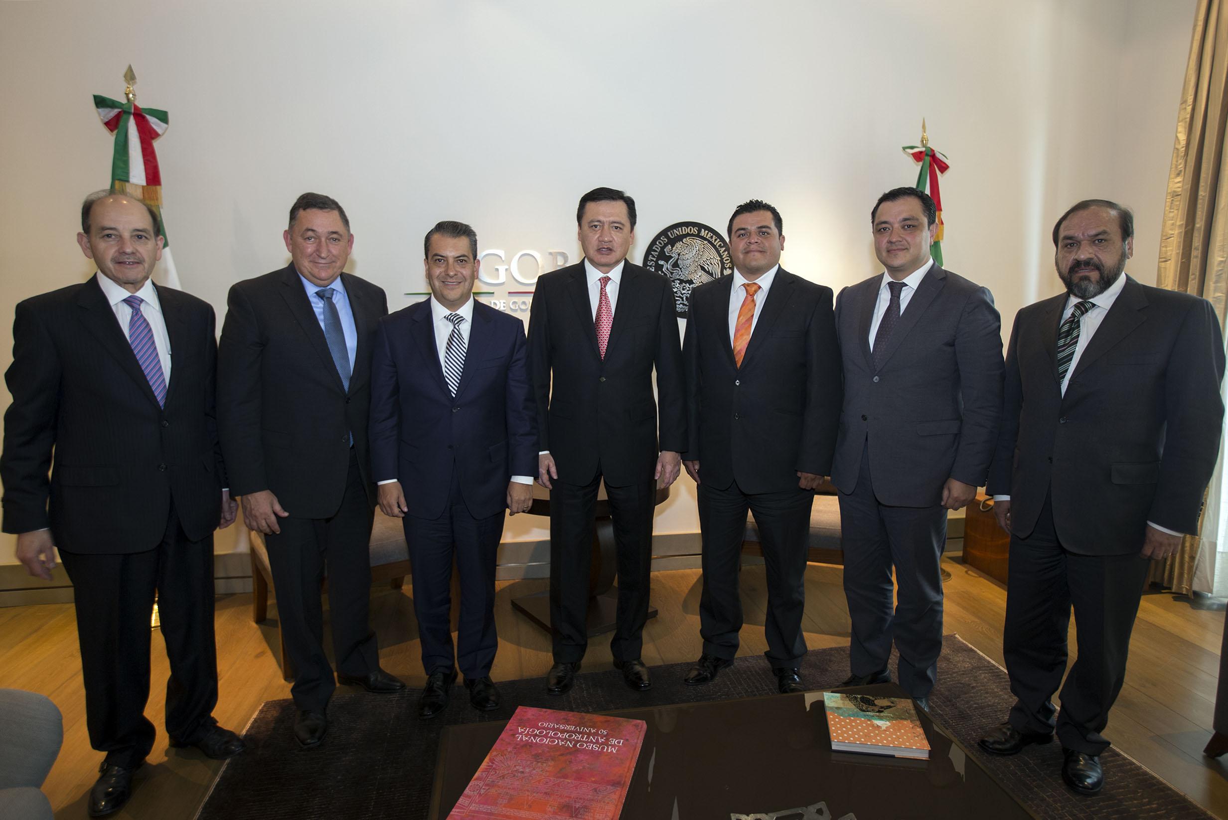 El Secretario de Gobernación, Miguel Ángel Osorio Chong, se reunió con alcaldes de la CONAMM, que integran los presidentes de la ANAC, AALMAC y FENAMM