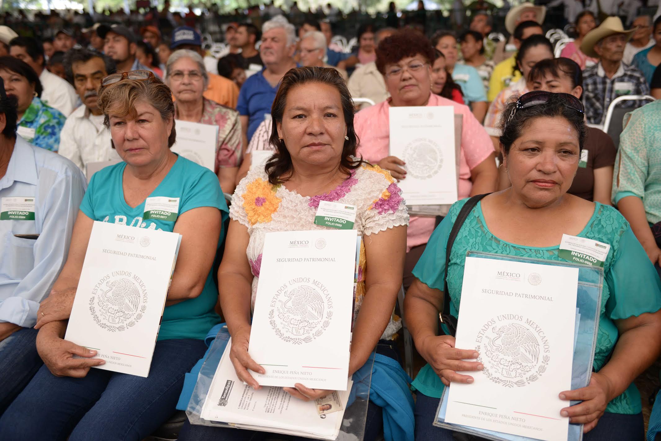 """""""Los documentos que hoy, aquí recibimos, tienen un gran valor ya que significan tranquilidad, seguridad y un incremento para nuestro patrimonio. Hoy, podemos decir, señor Presidente, que un pedacito de México por fin es nuestro""""."""