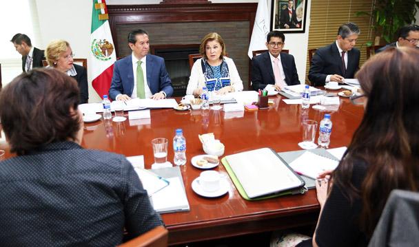 PGR se reúne con los integrantes de la Comisión Forense. Comunicado 285/16