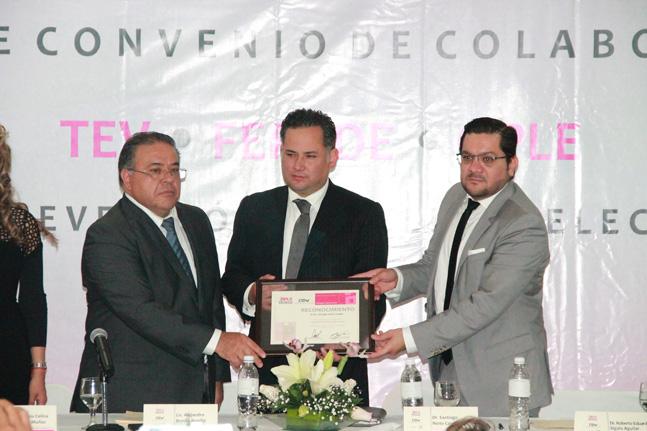 Firma FEPADE convenio de colaboración con el Instituto y el Tribunal Electoral de Veracruz.