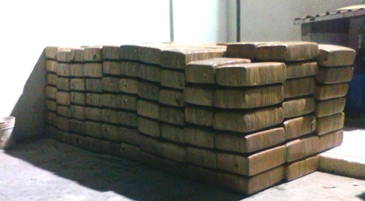 PGR investiga a dos personas quienes transportaban casi dos toneladas de marihuana