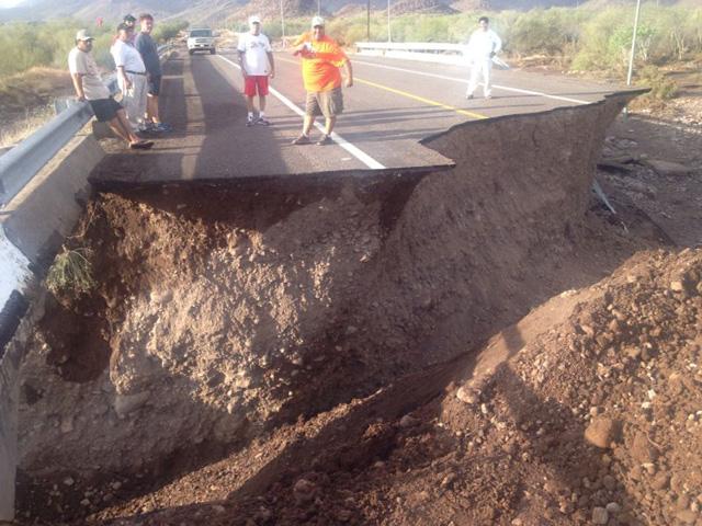 La dependencia federal pondrá en marcha acciones del Programa de Empleo Temporal en Baja California Sur y Veracruz, afectados por las lluvias