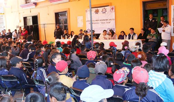 PGR participa en semana de prevención del delito en Santa Isabel Tetlatlahuca.