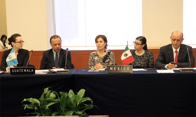La titular de la Sedesol, Rosario Robles Berlanga, recibió a miembros del Ministerio de Desarrollo Social de Guatemala
