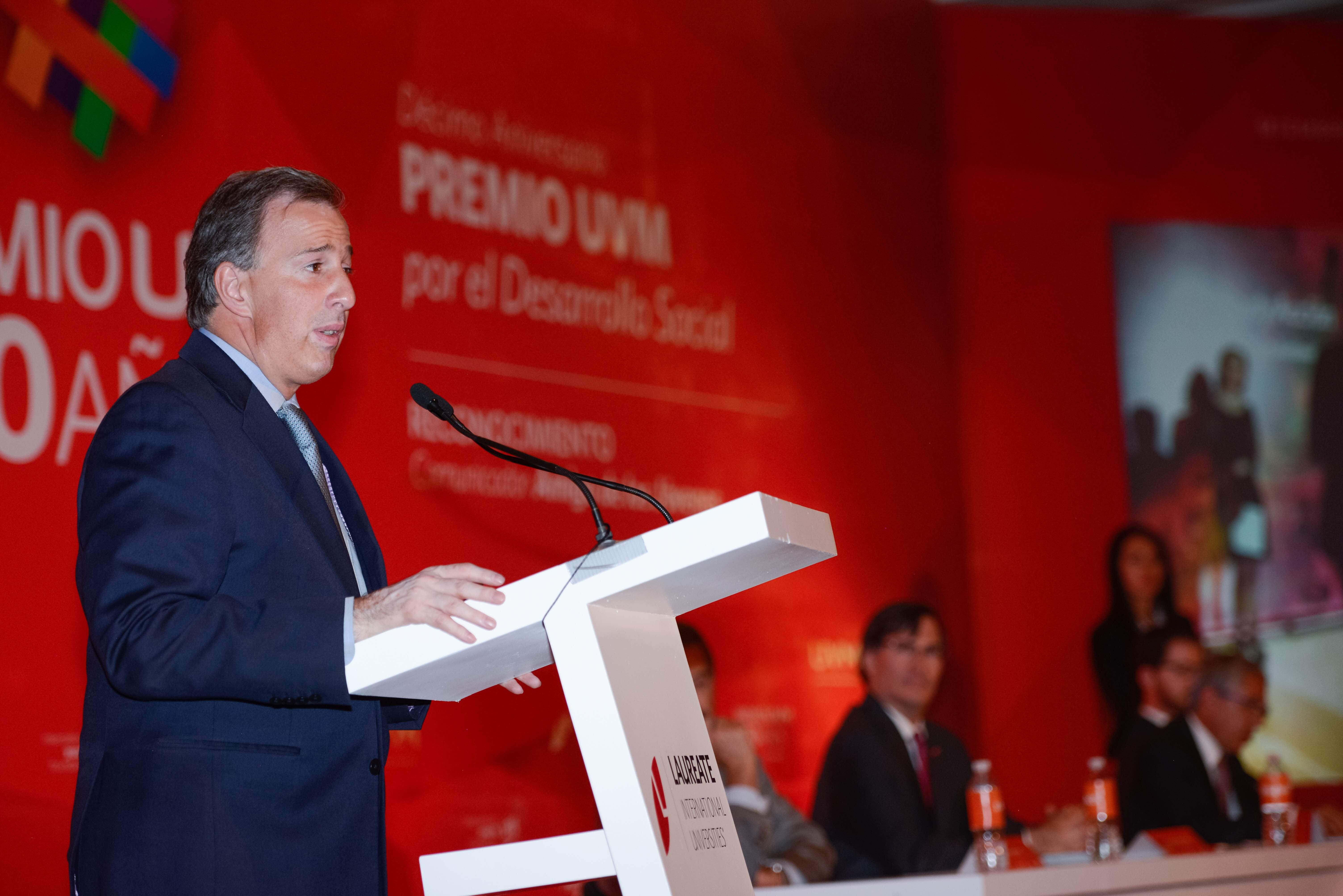 El secretario Meade participó en la entrega del Premio UVM por el Desarrollo Social 2015 a 15 jóvenes emprendedores