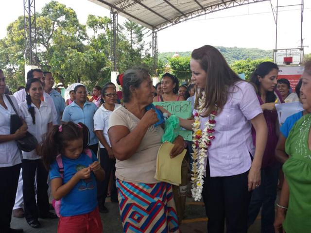 Paula Hernández Olmos explicó a las beneficiarias del Programa las acciones que se realizan para rediseñar y mejorar la operación de Oportunidades