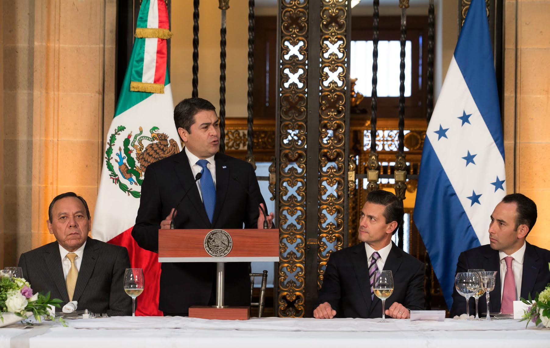 """""""Estoy seguro que no me equivoco al decir que hoy, como muy pocas veces en la historia entre México y Honduras existe un momento especial en nuestra relación"""", dijo el Presidente de Honduras, Juan Orlando Hernández Alvarado."""