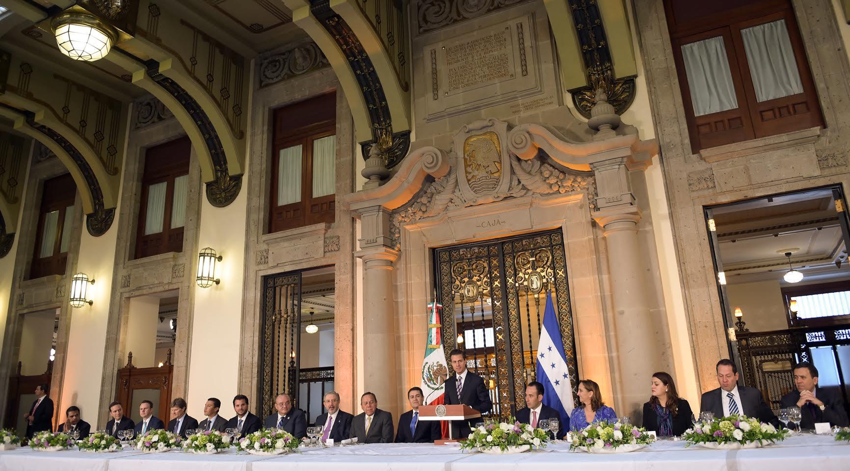 """""""En el camino por mejorar la calidad de vida de nuestras sociedades, estoy seguro de que México y Honduras seguiremos avanzando juntos, como lo hemos hecho frente a otros desafíos, con la fuerza de la unidad, la cooperación y la generosidad"""": EPN"""