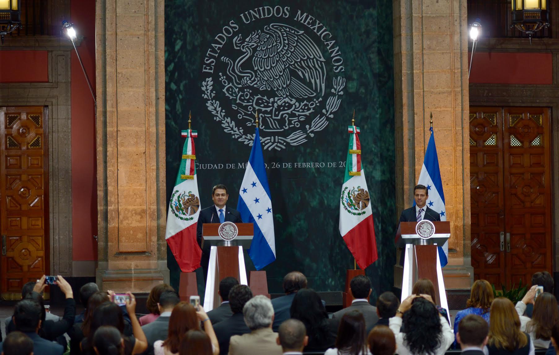 """""""México también reconoce los esfuerzos institucionales que el Gobierno de Honduras ha emprendido, bajo el liderazgo del Presidente de Honduras, para transformarse, para lograr una mayor consolidación institucional, y para realmente impulsar"""": EPN"""
