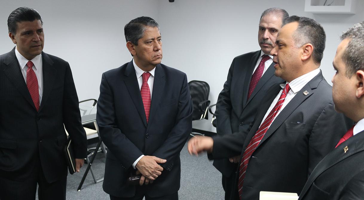 Verifican funcionamiento de salas de mando ministerial en PGR Jalisco.