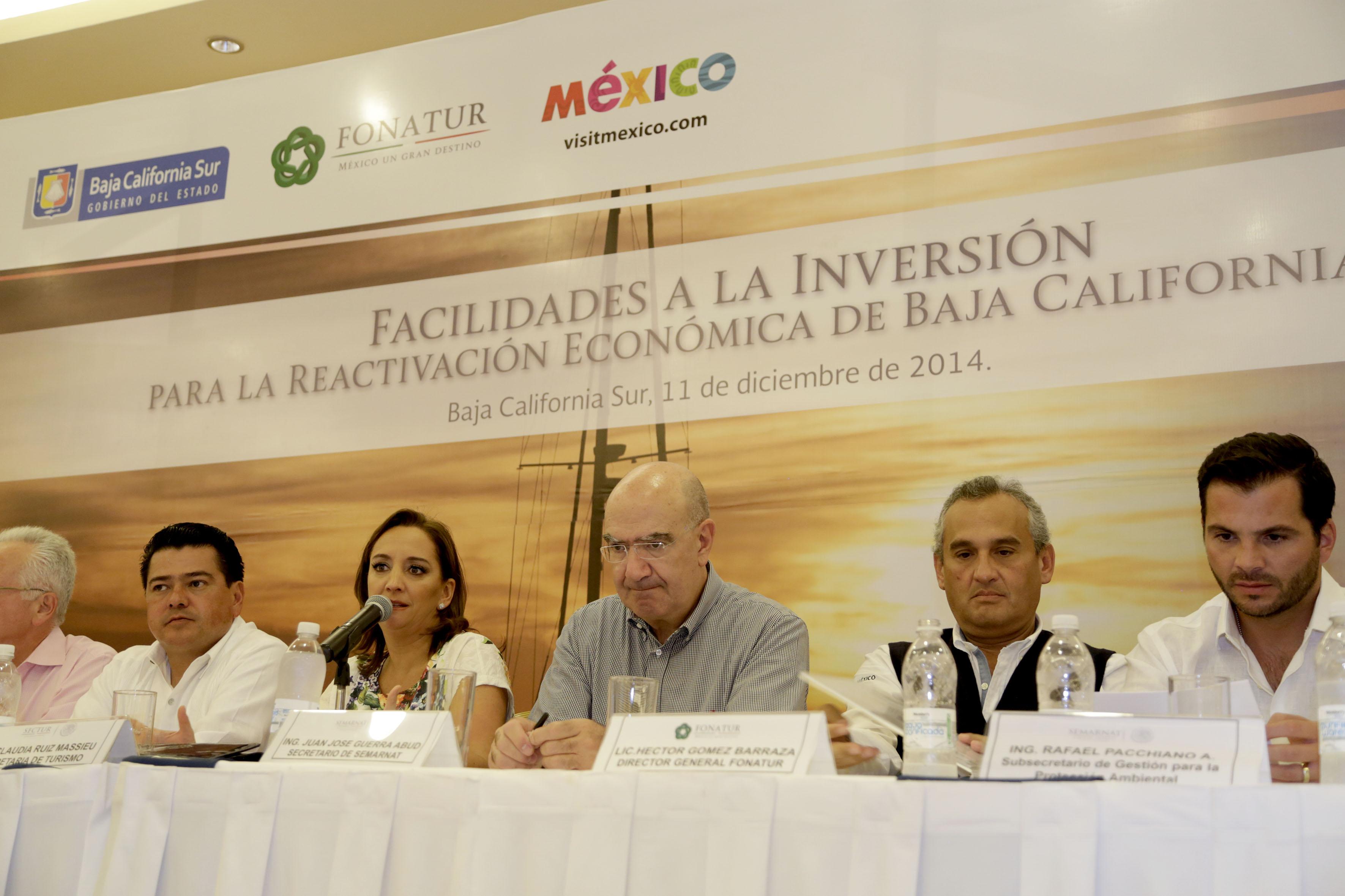 La Secretaria de Turismo, Claudia Ruiz Massieu, da a conocer facilidades a la inversión para la reactivación económica de Baja California Sur, tras el paso del huracán Odile.