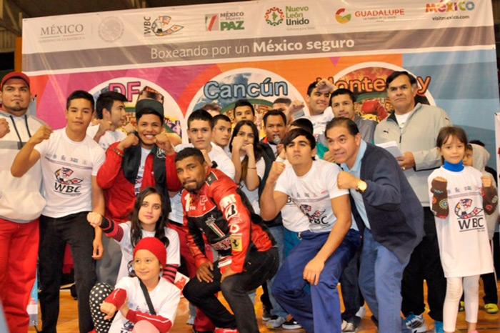 Campeones y ex campeones mundiales de boxeo presentes en el cierre del Programa Boxeando por un México Seguro 2014 en Monterrey, comparten experiencias de vida con niños y jóvenes.