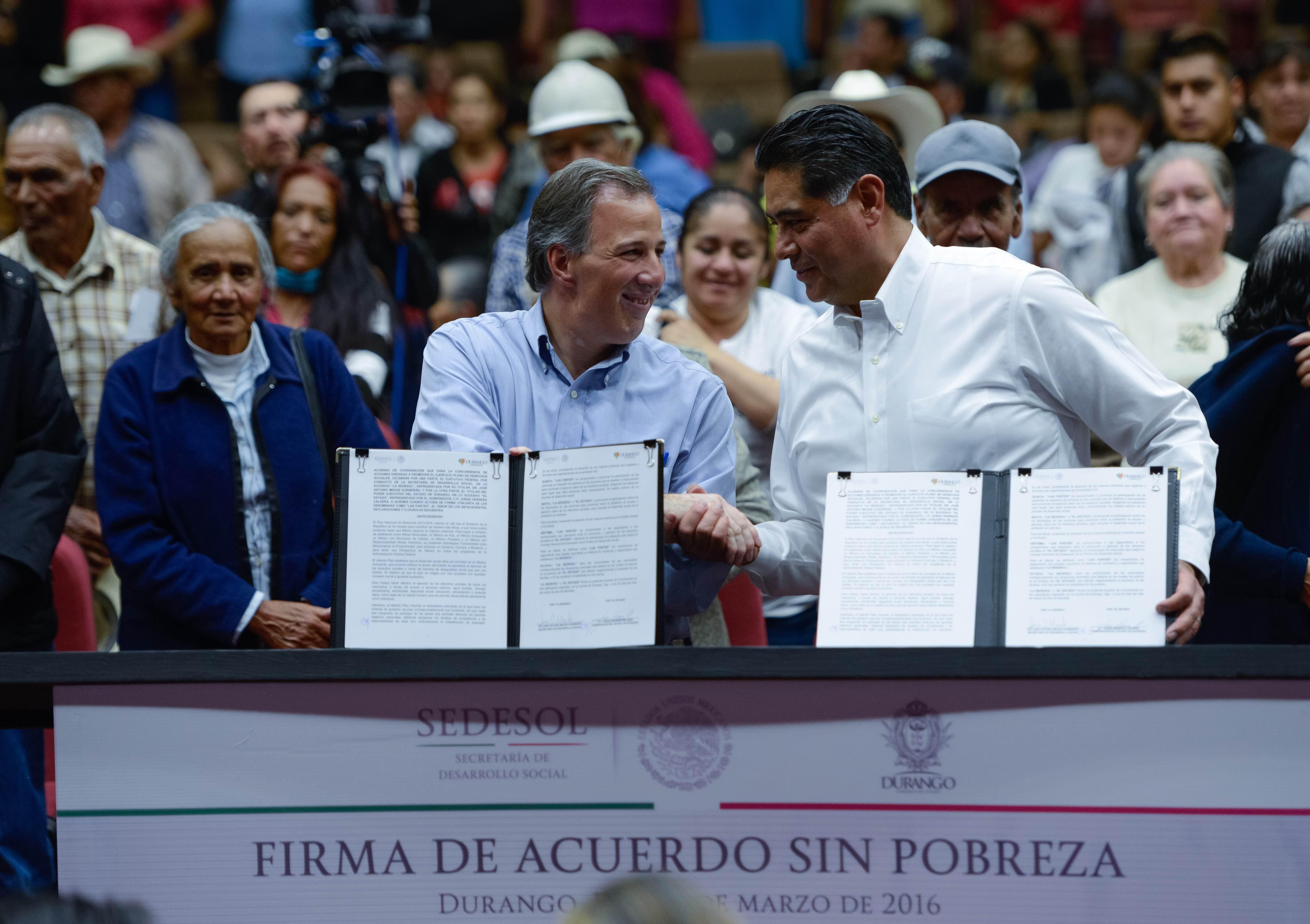El secretario José Antonio Meade y el gobernador Jorge Herrera suscribieron el Acuerdo por un Durango sin Pobreza