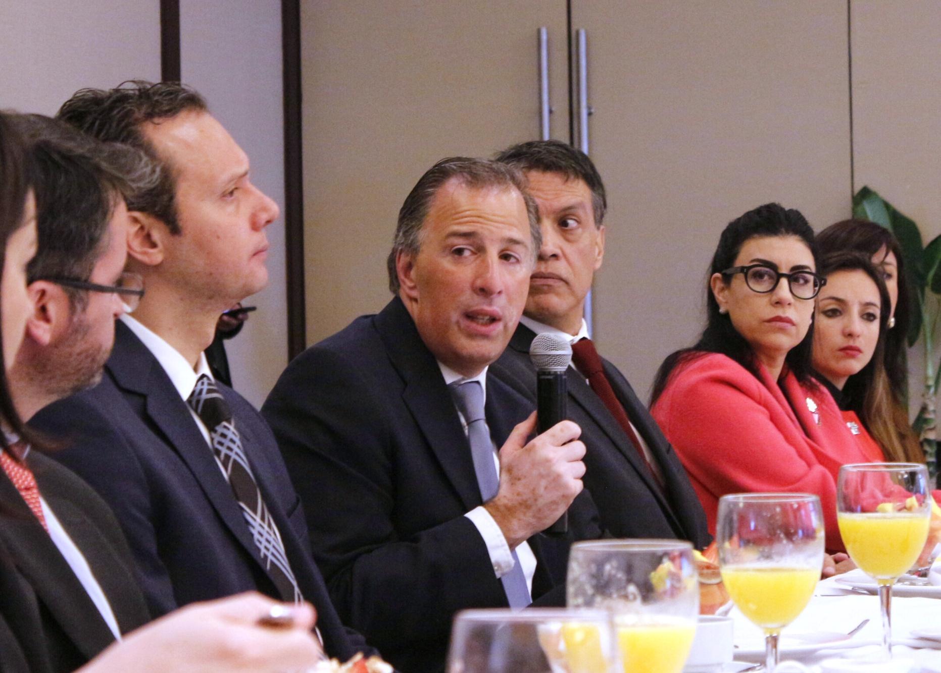 El secretario de Desarrollo Social se reunió con egresados mexicanos de The London School of Economics and Political Science