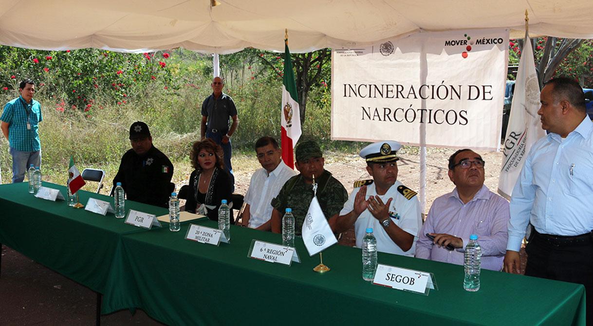 PGR incinera más de 700 kilos de cocaína y diversos narcóticos en Colima.
