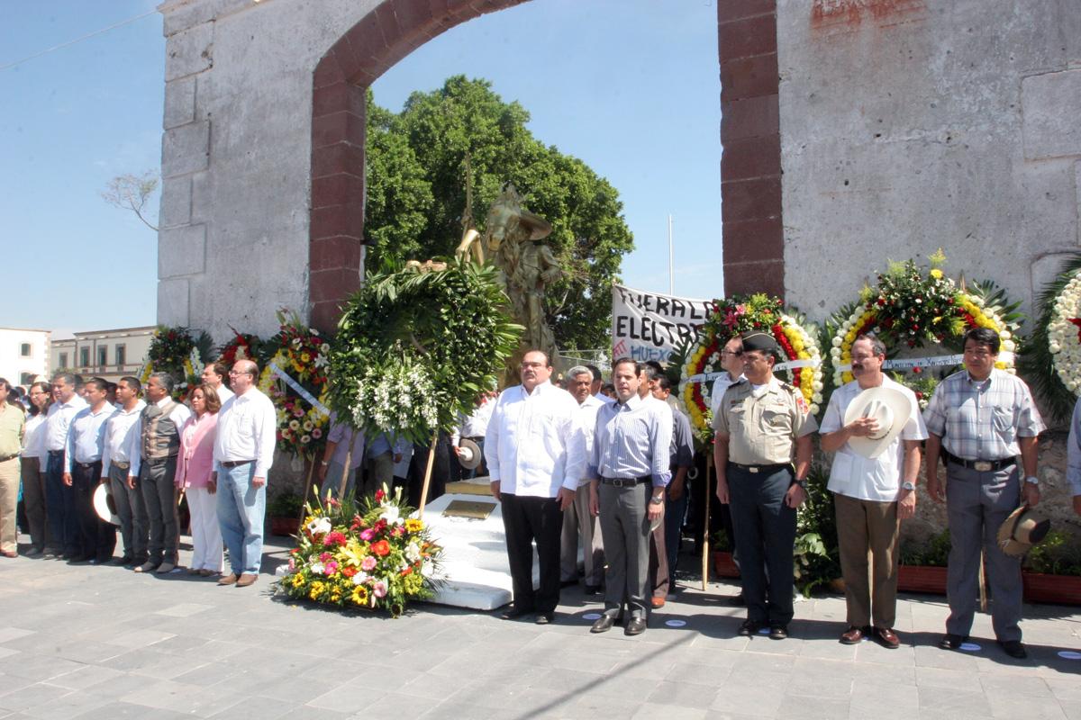 En la ex Hacienda de Chinameca realizó una guardia de honor con el gobernador Graco Ramírez en el XCIV aniversario luctuoso del General Emiliano Zapata.