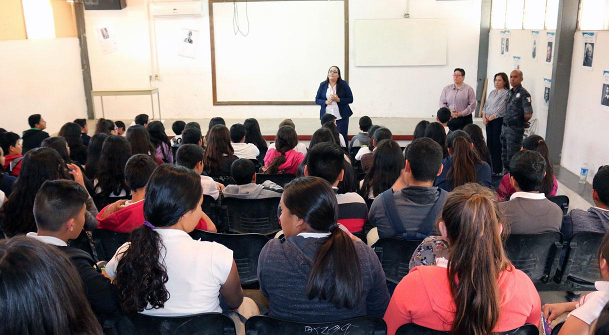 PGR imparte pláticas, a estudiantes sobre prevención de adicciones y delitos federales.