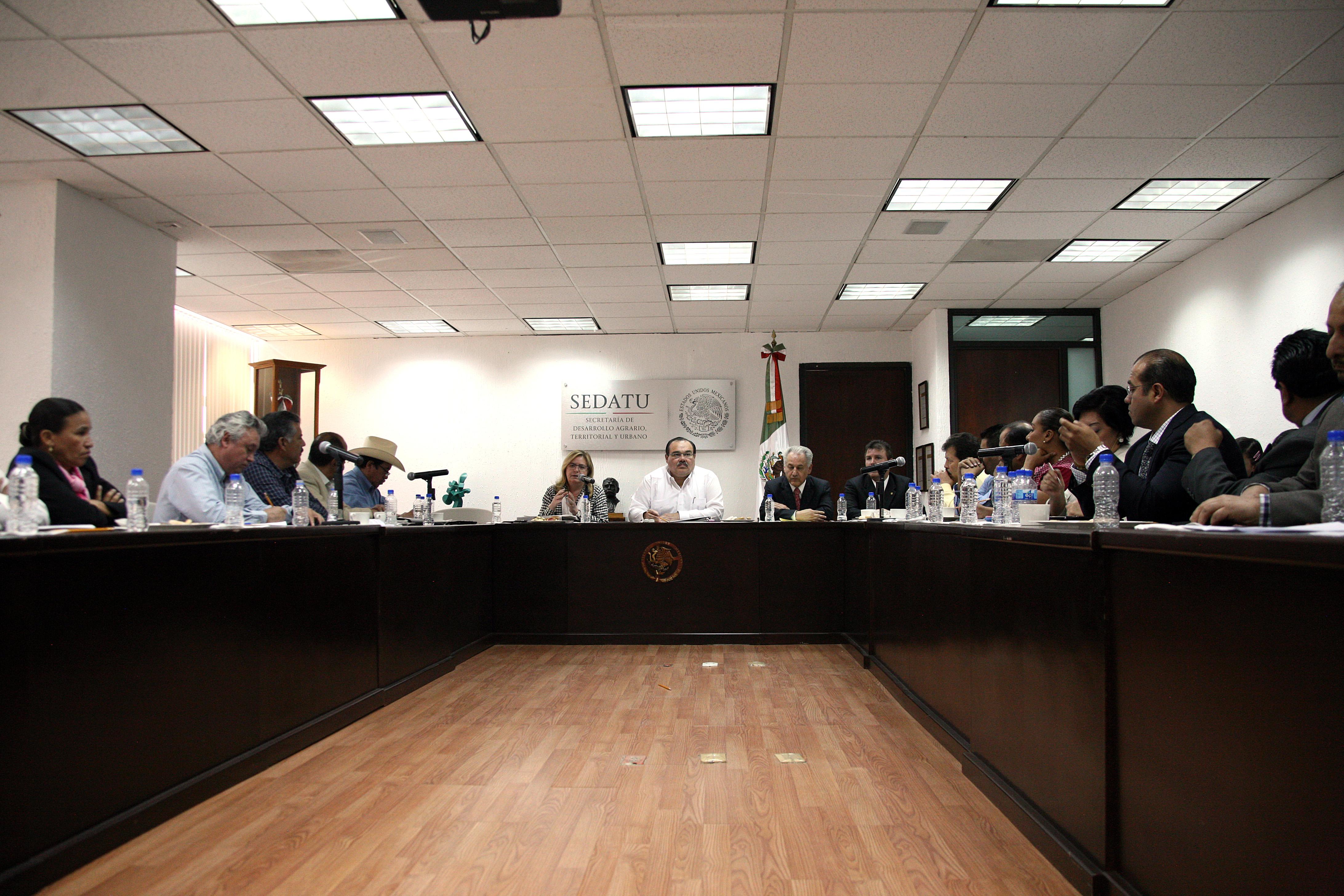 El secretario de Desarrollo Agrario, Territorial y Urbano (SEDATU), Jorge Carlos Ramírez Marín, en reunió con dirigentes de organizaciones campesinas que conforman el Congreso Agrario Permanente (CAP).