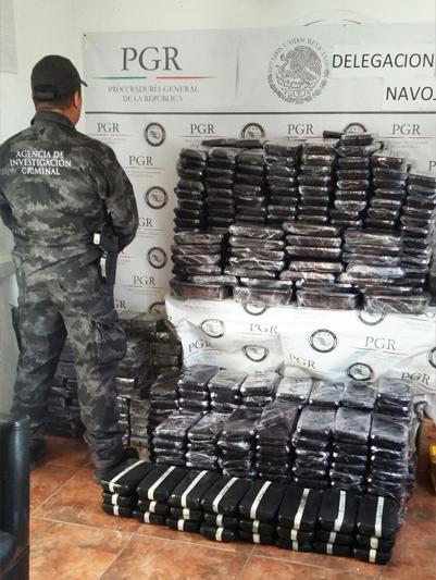Asegura PGR más de 300 kilos de metanfetamina en el municipio de Huatabampo, Sonora.