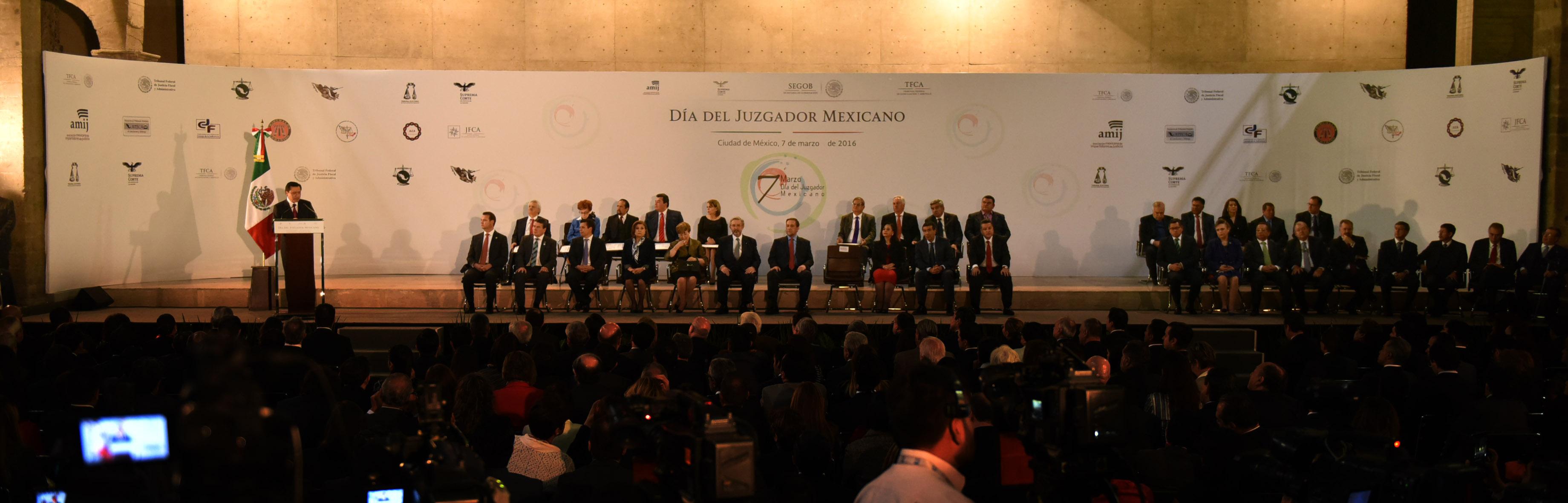 Encabezó la ceremonia del Día del Juzgador Mexicano