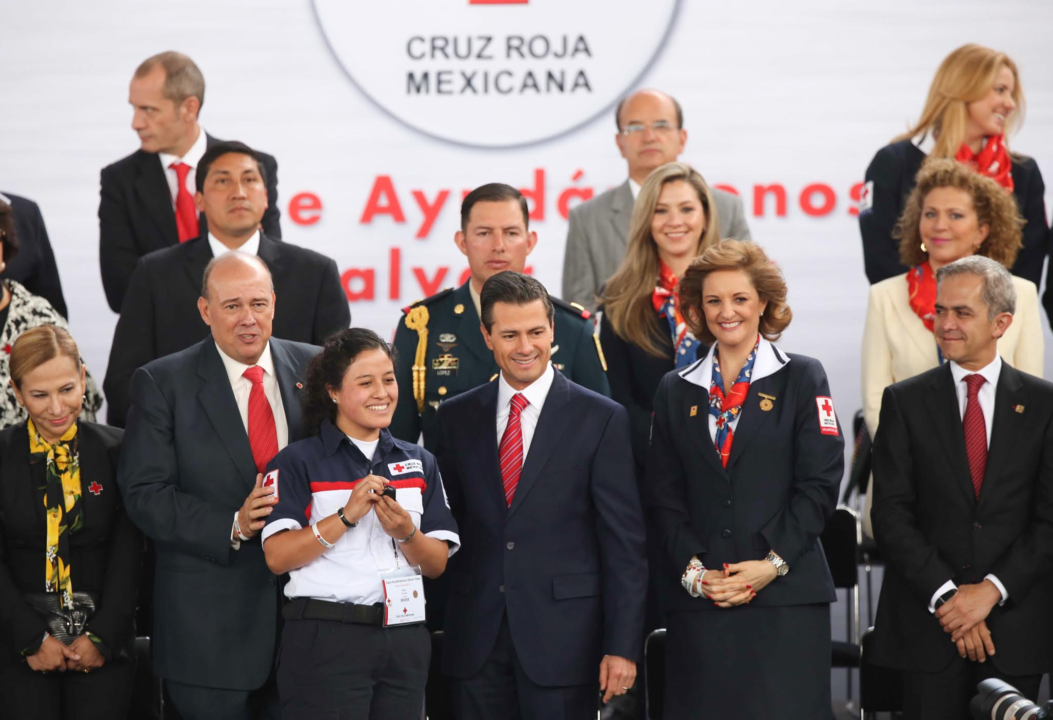 The president led the start of the annual Mexican Red Cross Collection. He called on society to make its contribution to achieving the goal of 350 million pesos.