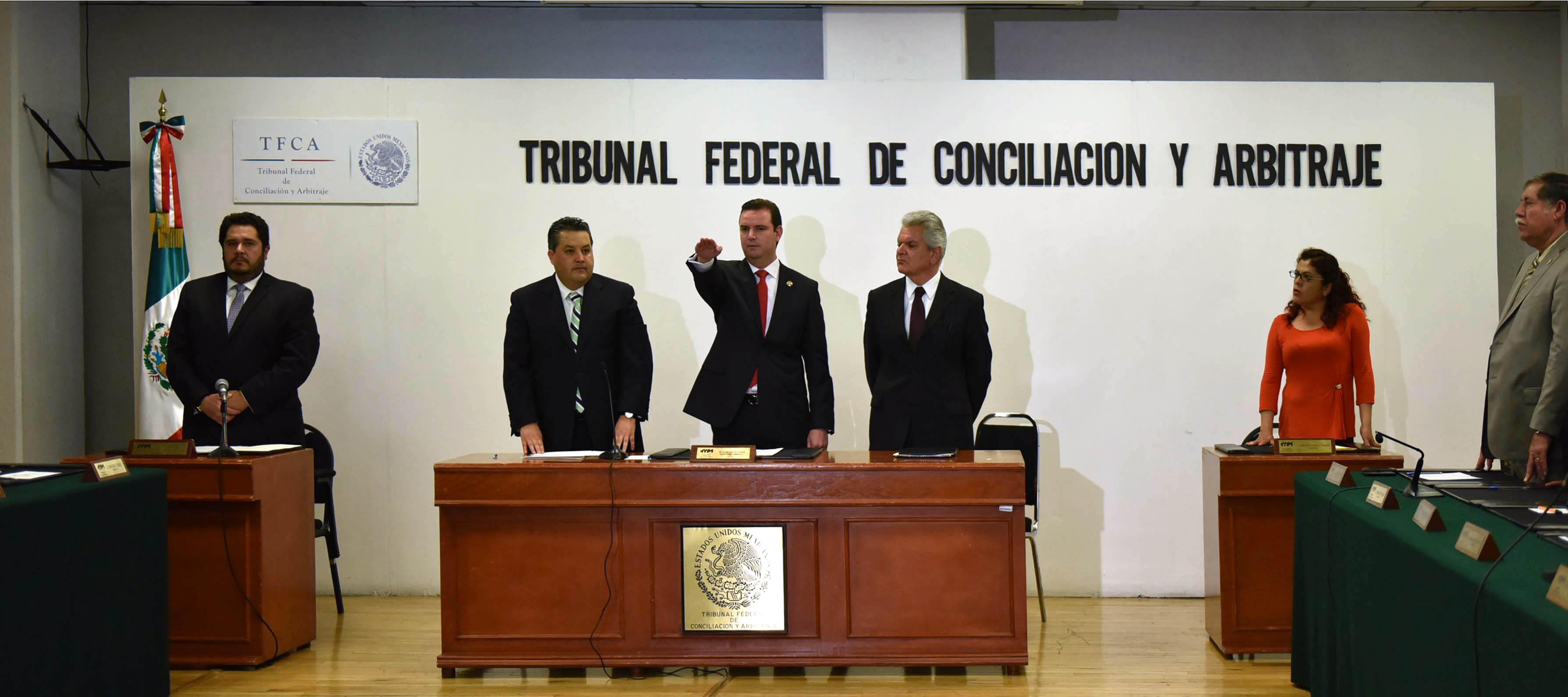 El Oficial Mayor, Jorge Francisco Márquez Montes, asiste en representación del Secretario de Gobernación, a la toma de posesión del Magistrado Luis Gerardo de la Peña Gutiérrez, como presidente del TFCA.